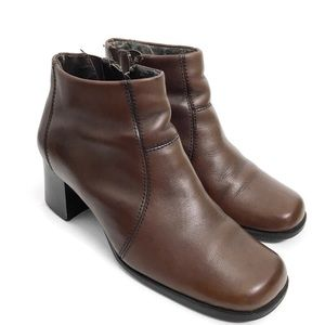 Thom McAn Brown Leather Ankle Boots N0305